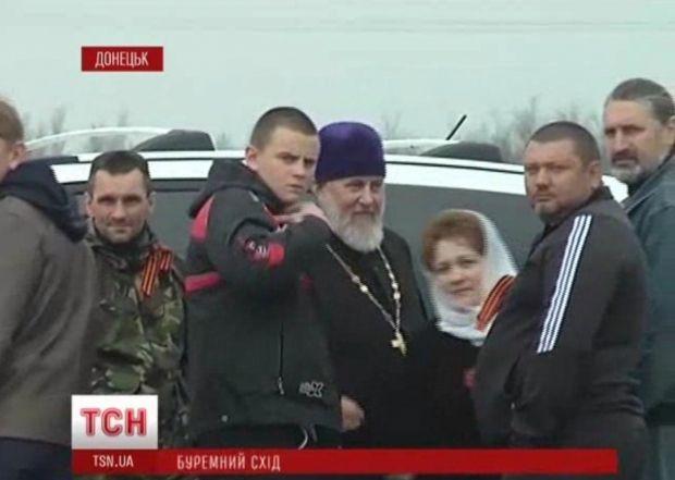 В Донецке сепаратисты перекрыли дорогу войскам / ТСН