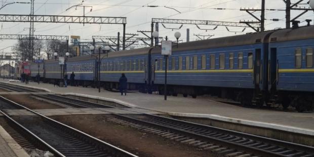 http://economics.unian.net/transport/908434-v-donetskoy-oblasti-perekryili-dvijenie-poezdov-na-uchastke-kramatorsk-drujkovka.html