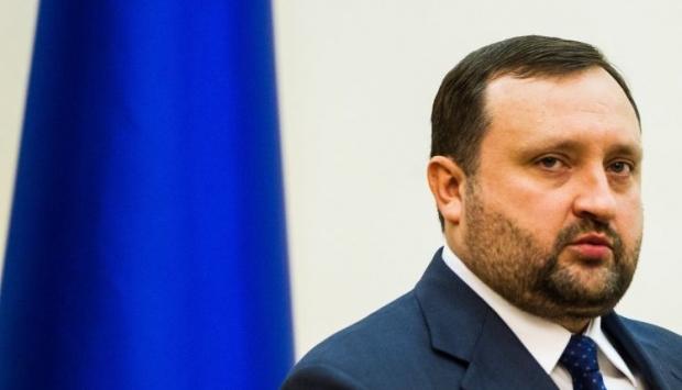 Счета Арбузова и Иванющенко под арестом в Латвии