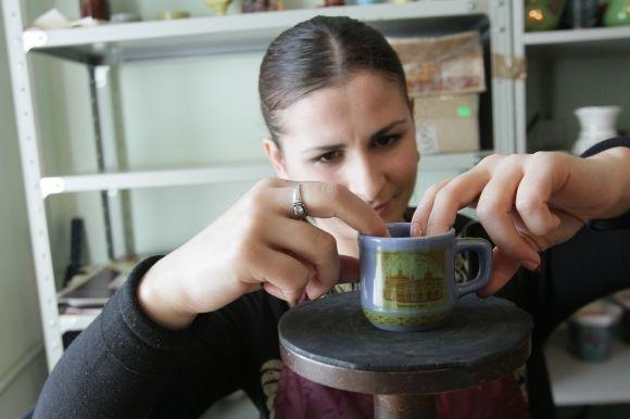 """На монастырской керамике обязательно пишут «Лавра». Фото: А. Бойко, """"Вести"""""""