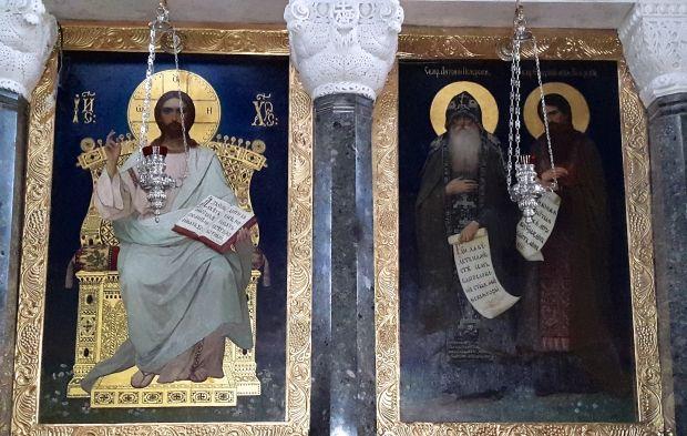 До нашого часу збереглися лише шість ікон іконостаса Трапезної церкви - ікони намісного ряду.