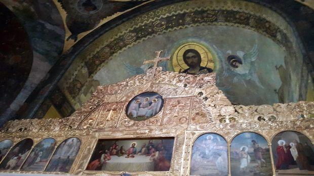 У 1903 р. на замовлення Духовного собору Лаври відомий російський архітектор О.Щусєв зробив розбивку стін під живопис.