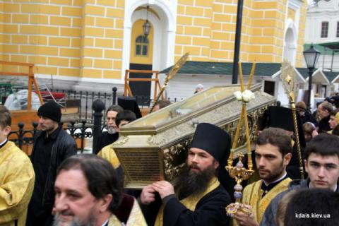 Передача срібної раки з правим перстом святого первомученика архідиякона Стефана, яка з 1960-х років зберігалася у фондах Національного Києво-Печерського історико-культурного заповідника.