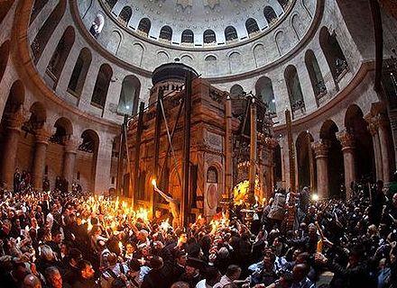 В храме Гроба Господня собрались тысячи паломников