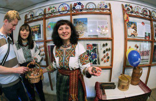 Великодня виставка під час фестивалю «Великдень в гаю» в Музеї народної архітектури та побуту «Шевченківський гай»