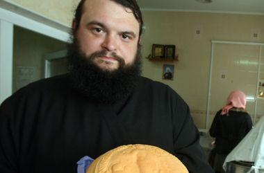 Хлеб носит особое название - артос.