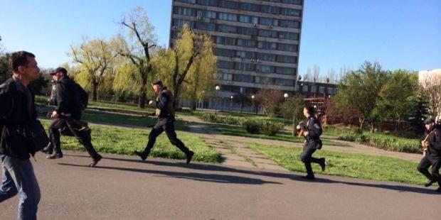 Militia take City Council of Mariupol under its control-Avakov/ 0629.com.ua