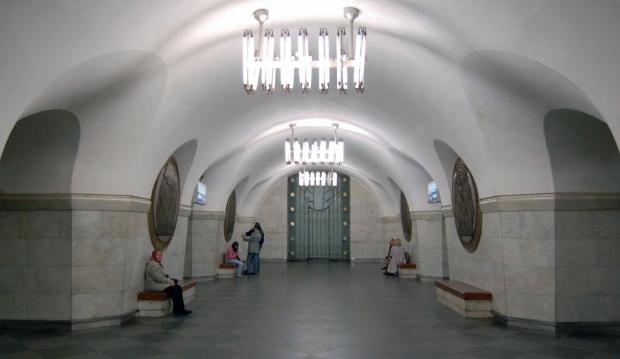 Вагони проїжджають повз станцію / wikimedia.org