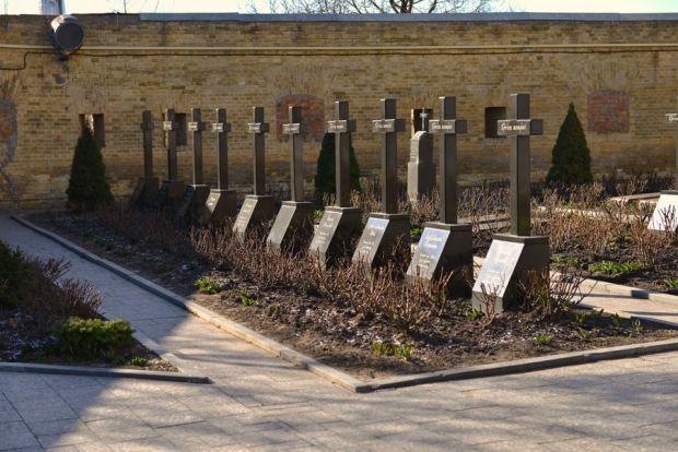 Лаврское кладбище
