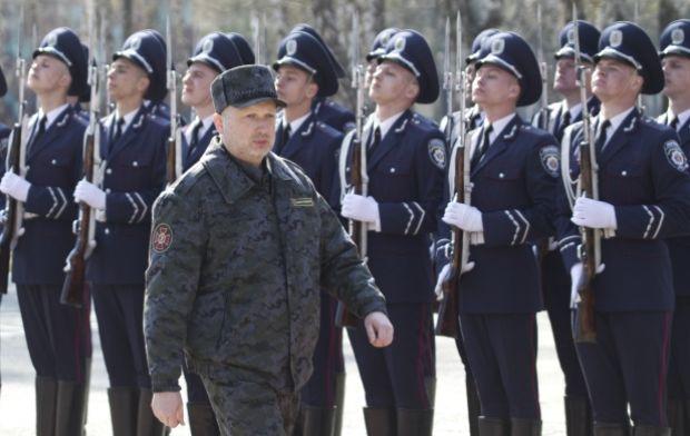 Турчинов ввел в действие решение СНБО / REUTERS