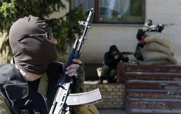 """Prosecutor of Kyiv calls on militia to use arms against terrorist """"without hesitation"""" on May 9/REUTERS"""