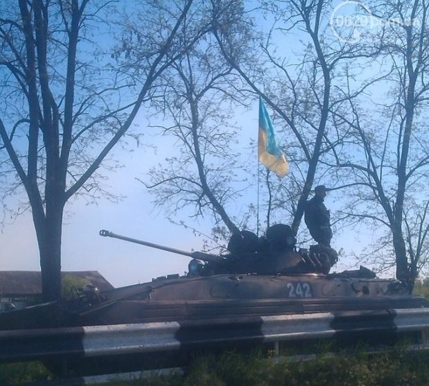 Ukrainian BMP-2 near the Ilichevsky sintering plant this morning.