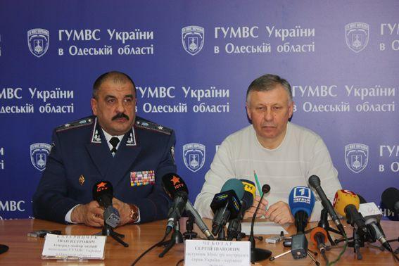 Слева на фото новый руководитель одесской милиции генерал-майор милиции Иван Катеринчук / Фото6 ГУМВС в Одесской области