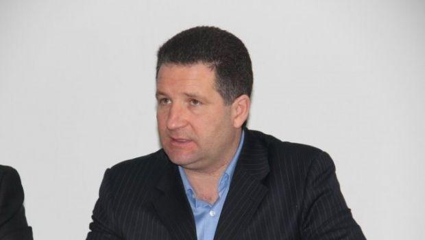 Начальнику ГАИ Мариуполя Виктору Саенко повредили руку / Фото: Guru.ua