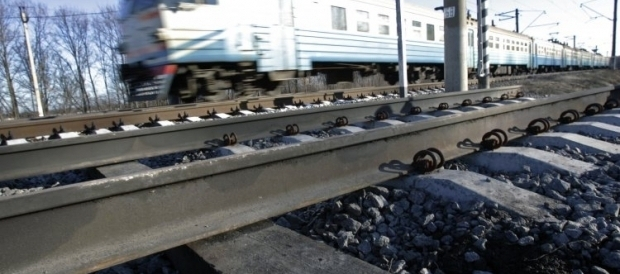 Террористы помешали восстановить движение поездов на перегоне Авдеевка – Донецк / Фото УНИАН