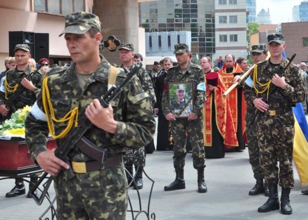 Церемонія прощання з солдатом батальйону територіальної оборони Олегом Ейсмантом в Дніпропетровську / Фото: УНІАН
