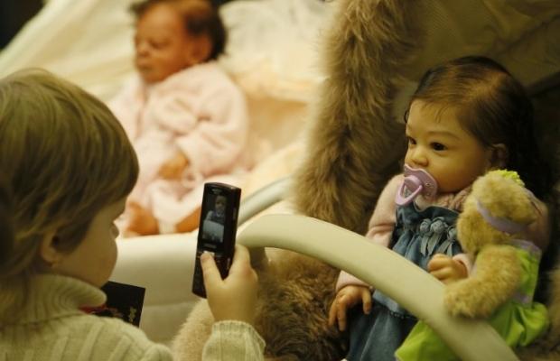 Люди все еще беспокоятся по поводу возможной связи излучения с детской лейкемией / Фото: УНИАН