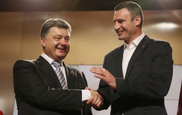 Turchynov congratulates Poroshenko and Klitschko on victory at elections/REUTERS