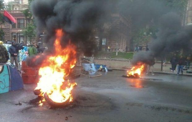 На Майдане снова горят шины / Алексей Ладыка / kp.ua