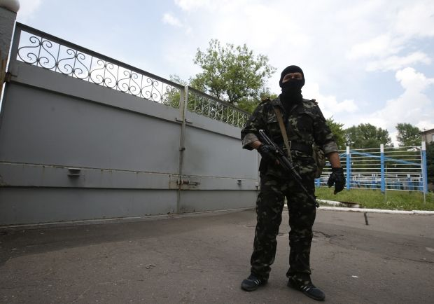Terrorists seize military unit of National Guard in Luhansk/ Reuters