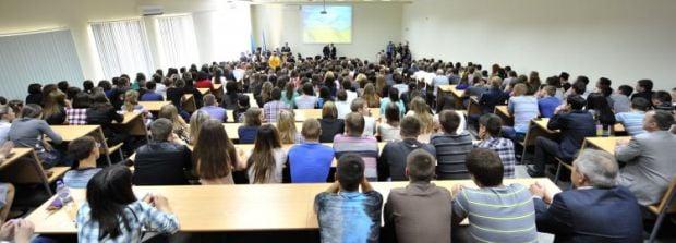 8 тысяч студентов перевелись на материк