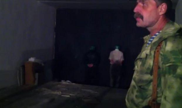 Террорист из Донбасса угрожает расстрелять пленных (видео)