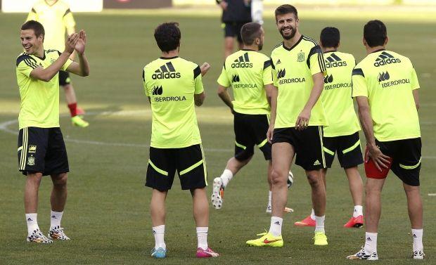 Сборная Испании на тренировке / REUTERS