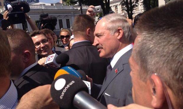 Лукашенко пообіцяв допомогти повернути Януковича в Україну / twitter.com/li_non