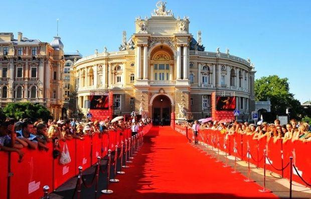 http://images.unian.net/photos/2014_06/1402505854-9699-odessa-kinofestival.jpg