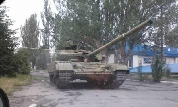 Россия перебрасывает танки с Крыма на материк (фото)