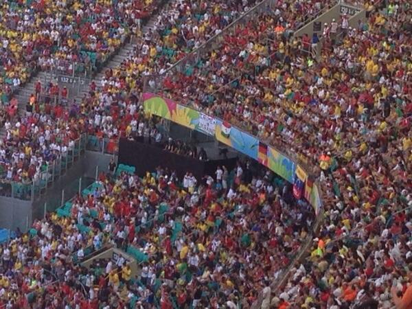 На матче Германия - Португалия поддержали украинский Крым / twitter.com/VasilyKonov