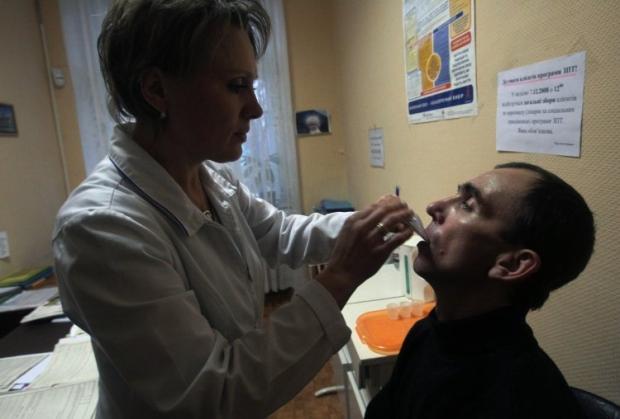 непосредственную деятельность по назначению, выдаче и учету наркотических средств в этом медицинском учреждении осуществляли 5 работников Фото: УНИАН
