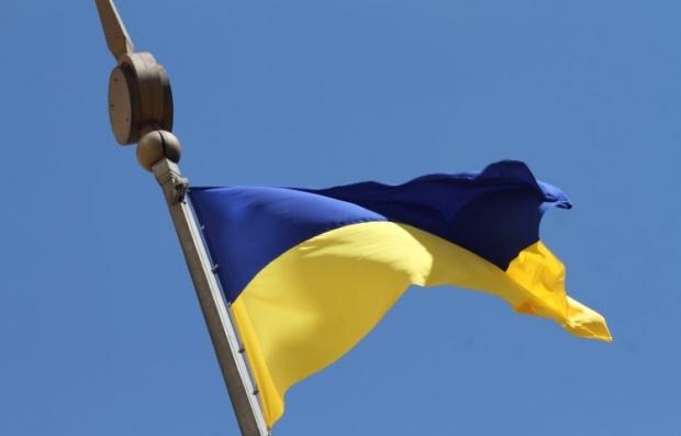 Над Славянском поднят флаг Украины, силовики возобновляют жизнь города / Фото УНИАН