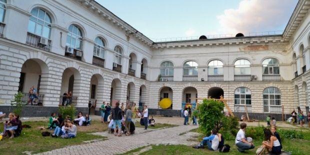 Гостиный двор просят передать в коммунальную собственность / Фото УНИАН