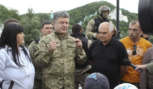 "Poroshenko answers those, who demand ""tough"" and fact military actions in east/REUTERS"