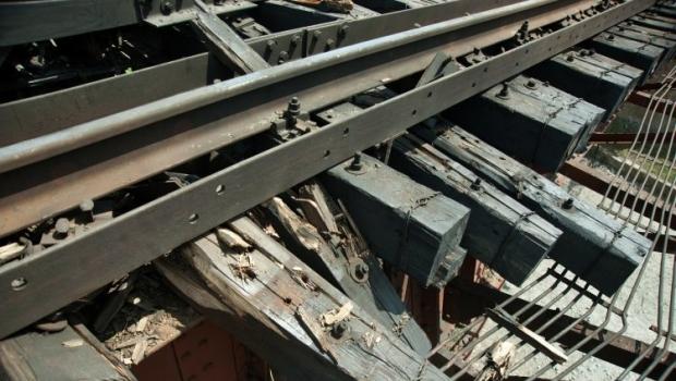 Железнодорожники отремонтировали подорванные пути на мосту в Луганской области / Фото УНИАН
