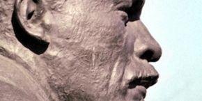 У Харкові невідомі повалили ще два пам'ятники Леніну (відео)