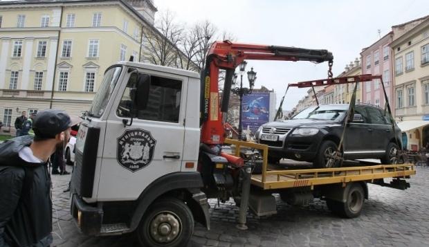 Эвакуаторы снова будут ездить по Киеву