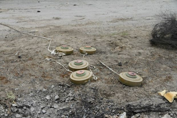 Саперы обезвредили 700 мин / пресс-центр АТО