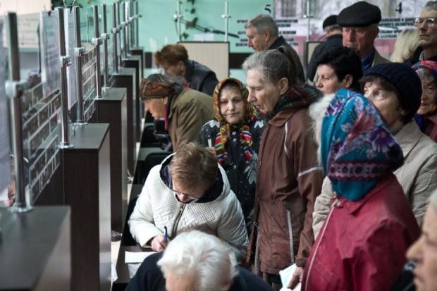 Із грудня Уряд припинить виплачувати пенсії жителям окупованого Донбасу / УНИАН