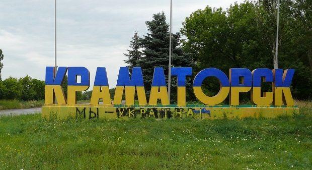 После освобождения силами АТО Краматорска жители вернули городу его родные цвета – желтый и голубой / podrobnosti.ua