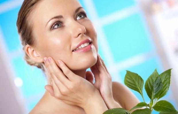 Нанесіть маску на обличчя рівномірним шаром на 15 хв, потім просто змийте водою / Фото: Shutterstock.com