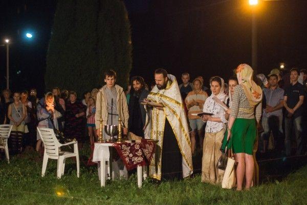Вечером 18-го июля 2014 года в Харькове торжественно было проведено освящение места и молебен на начало строительства обыденного ХРАМА РАДИ МИРА по благословению Владыки Онуфрия, митрополита Харьковского и Богодуховского.