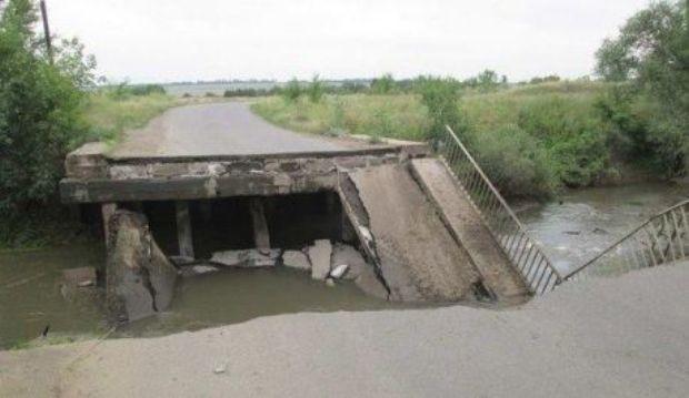 в Донецкой области разрушено 10 мостов, а в Луганской - 8 / informator.lg.ua