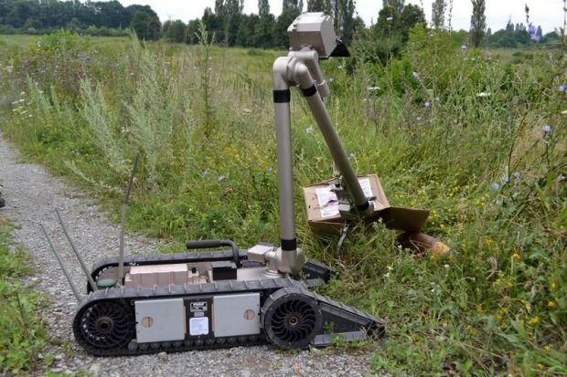 Центр отримав двох роботів-саперів