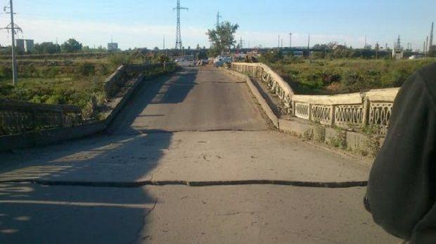 Мост между двумя населенными пунктами взорван / informator.lg.ua