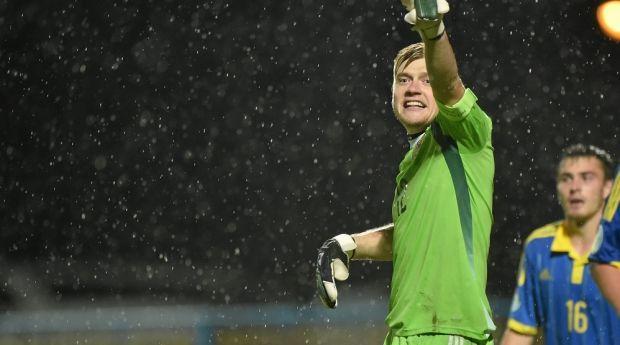 Богдан Сарнавський відбив пенальті у першому таймі / uefa.com