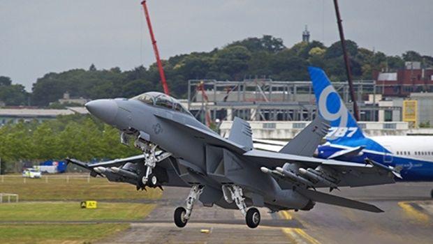 американский палубный истребитель-бомбардировщик и штурмовик F-18 Super Hornet / Фото Олег Беляков