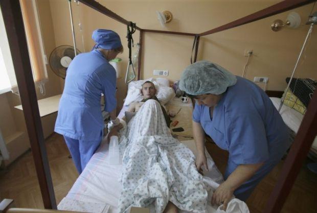 Раненый во время АТО военнослужащий Игорь Скляров в Военно-медицинском клиническом центре