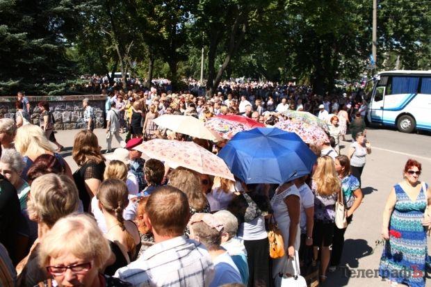 Тысячи людей пришли проститься с Олегом Бабаевым